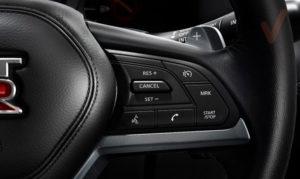 Nissan GT-R botones volante