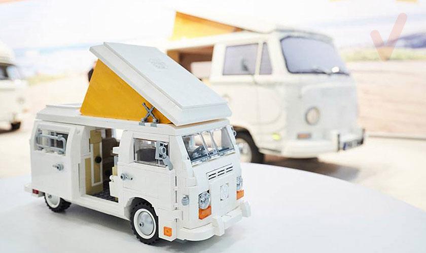 VW T2 hecha con piezas Lego